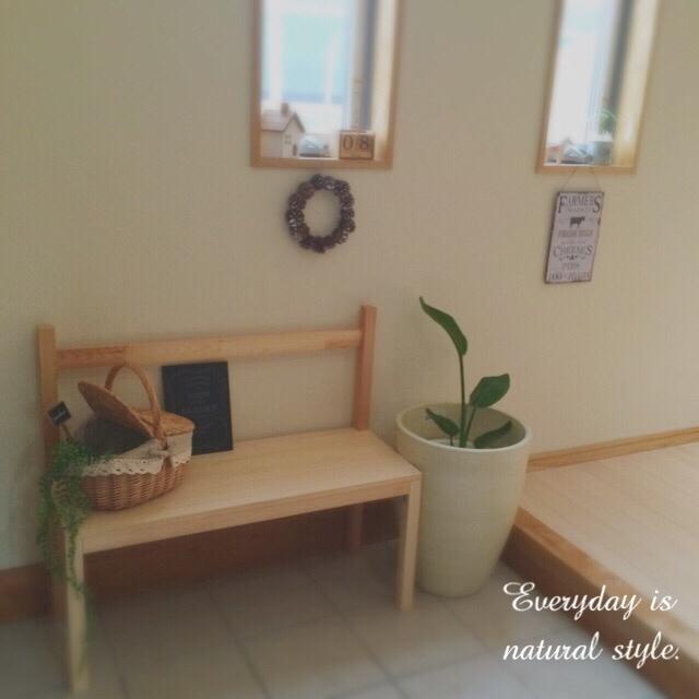 玄関に小さなベンチを設置