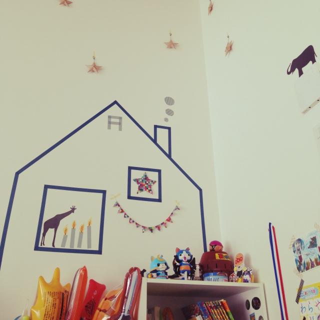 壁にマスキングテープで飾り付ける