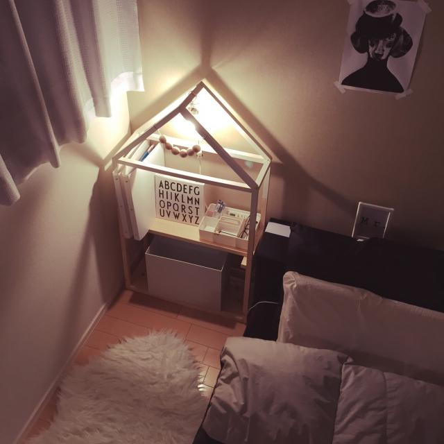 お家型のDIYラックは寝室に♪(by chunさん)