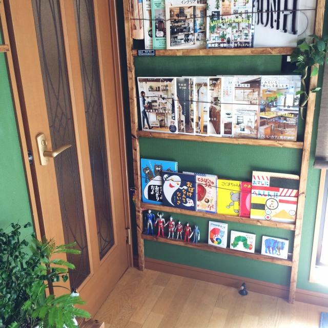 壁に木材と金具を使って、本棚を作ろう