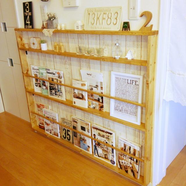 幅の狭い本棚を壁に固定しよう