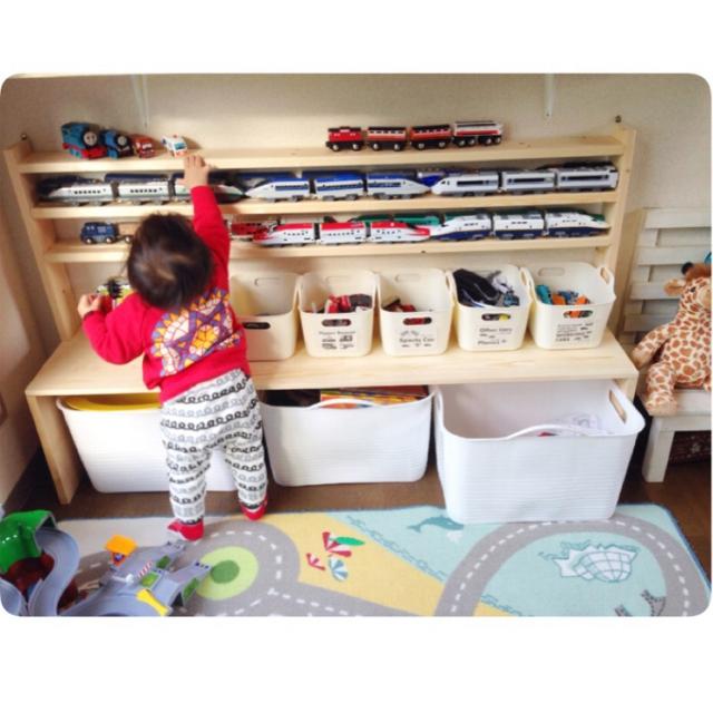 男の子テンションUPのおもちゃ棚