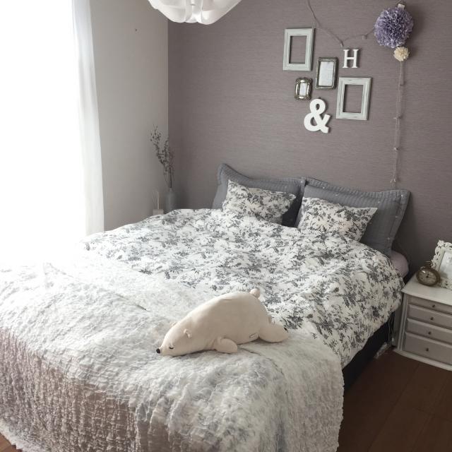 テイスト変幻自在!グレーを使った心地よい寝室10選 | RoomClip mag