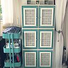 収納のテッパンアイテムが大変身!扉つきカラーボックス