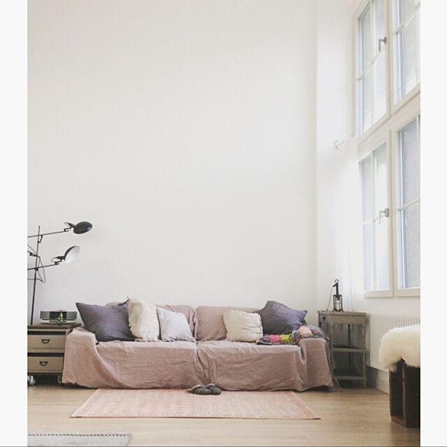 Lounge,リラックス,シンプルインテリア,お気に入りゾーン,Instagram: jucom.de,シンプルライフ,ソファ,セルフペイント jucom.deの部屋