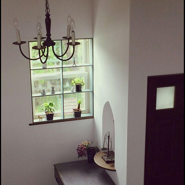 Entrance,トイレのドア,シャンデリア,小さなグリーン達,窓枠風DIY,玄関の棚 shio2772の部屋