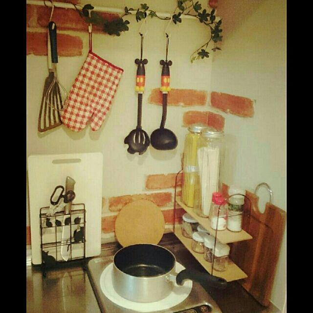 Kitchen,100均,狭いキッチン,3coios,リメイクシート,フェイクグリーン,一口コンロ,カフェ風,れんがリメイクシート,ナチュラル,ひとり暮らし,つっぱり棒,natural kitchen,賃貸でも楽しく♪,狭いけど諦めない!,社宅 aycameraの部屋