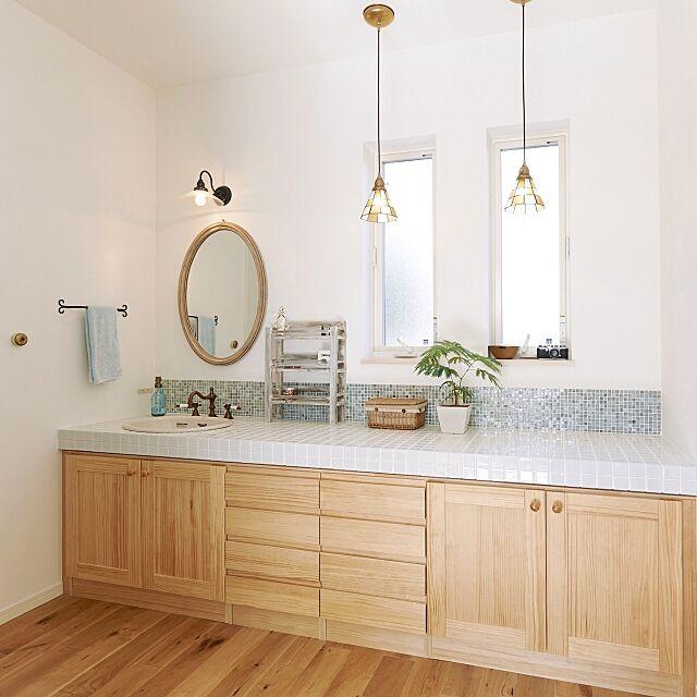 Bathroom,ミラー壁掛け,ロートアイアン,モザイクタイル,カウンター,タイル,ペンダントライト,ステンドグラス,無垢材,ナチュラル kemuseenの部屋