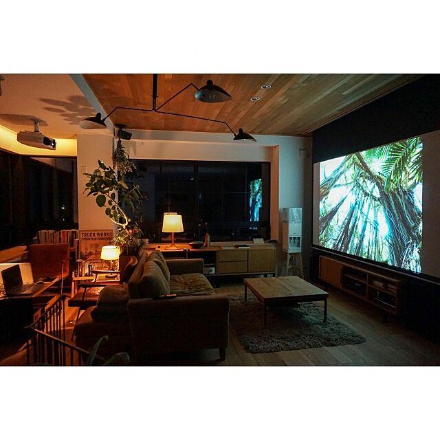 Lounge,TRUCK,FKソファ,iron leg low table,プロジェクター,hue,PHILIPS,truckfurniture YUHeの部屋
