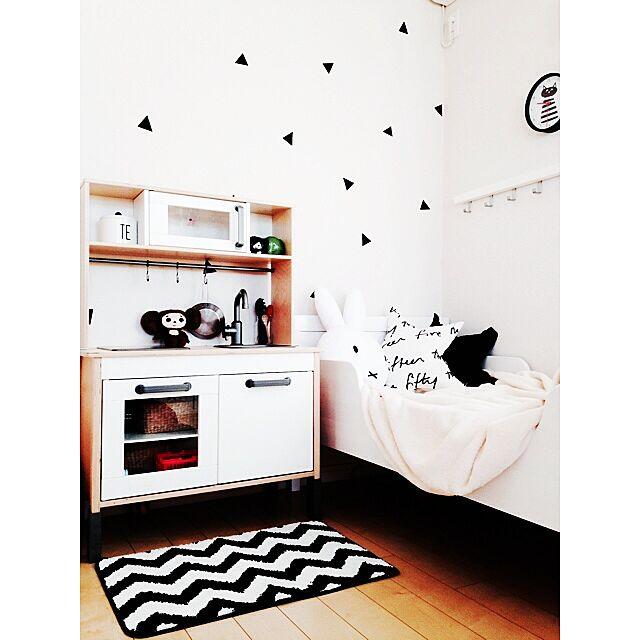 マスキングテープデコ,子供部屋作り,子供部屋,キッズルーム,ベッド,ジグザグ柄,シェブロン柄,フライングタイガーコペンハーゲン,フライングタイガー,おままごとキッチン,DUKTIG,IKEA,北欧モノトーン,北欧インテリア,IKEAファブリック,珪藻土,塗り壁,しまむら,ラガハウス,ミッフィー,Bedroom,TJUSIGフック,tjusig oiloの部屋