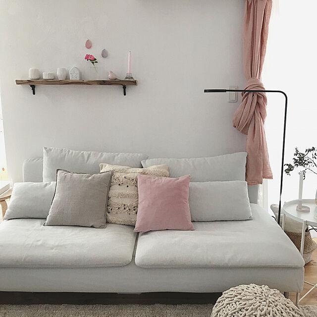Lounge,ホワイトインテリア,ソファーまわり,プフ,リネンのカーテン,YPPERLIG,ソーデルハムン,ソストレーネグレーネ,H&M HOME,IKEA,海外インテリアに憧れる,セルフリノベーション saooo39の部屋