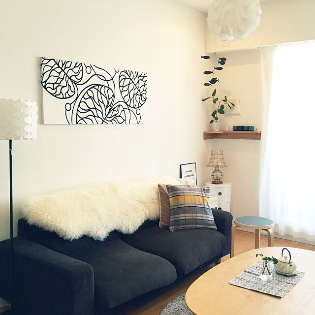 Lounge,間接照明,ニトリのクッションカバー,ニトリ,ファブリックパネル,マリメッコ,ひとり暮らし,無印良品 テーブル,無印良品,一人暮らし,北欧,南部鉄器,グリーン,無印良品 壁に付けられる家具,イッタラ kivi,フレンステッドモビール,ムートン,アンシャンテジャポン,オマジオアニバーサリー,アルテック スツール60,artek,アルテック mangomilkの部屋