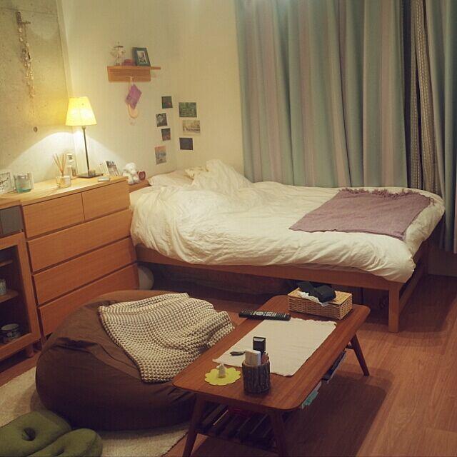 Overview,ビーズクッション,ワンルーム,折りたたみテーブル,ベルメゾン,IKEA照明,ZARA HOME ブランケット,franc franc ブランケット,unico カーテン,打ちっぱなしのコンクリート壁,無印 チェスト,一人暮らし Nanakoの部屋