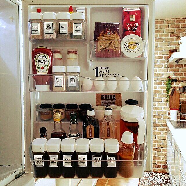 Kitchen,冷蔵庫,冷蔵庫収納,セリア,TOSHIBA冷蔵庫,白が好き❤,調味料ラベル,KALDI,コンテスト参加❤️,コストコのハニーバター,ドレッシングボトル♡セリア,スパイスボトル♡セリア,100均マニア,冷蔵庫の扉 hina-hinaの部屋