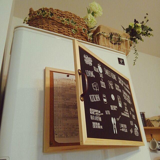 Kitchen,10分でできる,セリア,全部100均✨,リメイクシート,画ビョウ,磁石,コルクボードリメイク,転写シール okuriの部屋