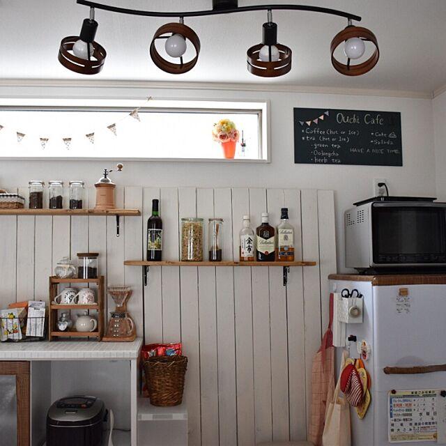 Kitchen,ナチュラル,DIY,カフェ風,セリア,板壁,タイル貼り,リメイクシート,ブログやってます♡,ダイソー黒板塗料 mugiの部屋