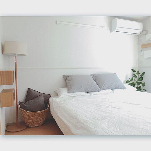 Bedroom,無印良品ベッド,清潔感が大事ー♪,シンプル好き,ルームフレグランス,スッキリ暮らしたい,スッキリが好き,無印良品ライト,無印良品 壁に付けられる家具,無印良品トイレカバー,無印良品のベッドカバー,みどりの雑貨屋さん,さわやかスタイル,無印良品,無印良品カーテン,無印良品クッション,無印良品かご Maron_Chaco_Roomの部屋