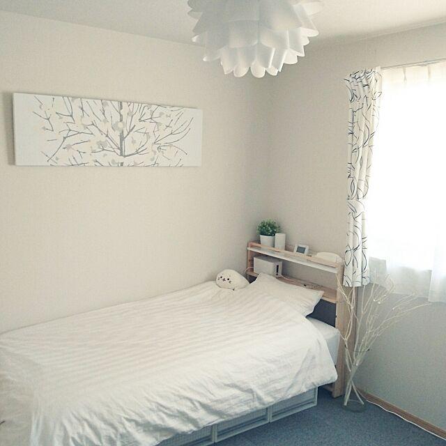 Bedroom,無印良品,自分の部屋,ホワイトインテリア,フェイクグリーン,アパート,賃貸,賃貸アパート,脚付きマットレス,IKEAの照明,しろたん,ニトリの布団カバー,ファブリックパネル手作り,ファブリックボード作ってみました。,ヘッドボードDIY,アパート暮らし,無印良品 脚付きマットレス,100いいね!ありがとうございます♪ mochikichiの部屋