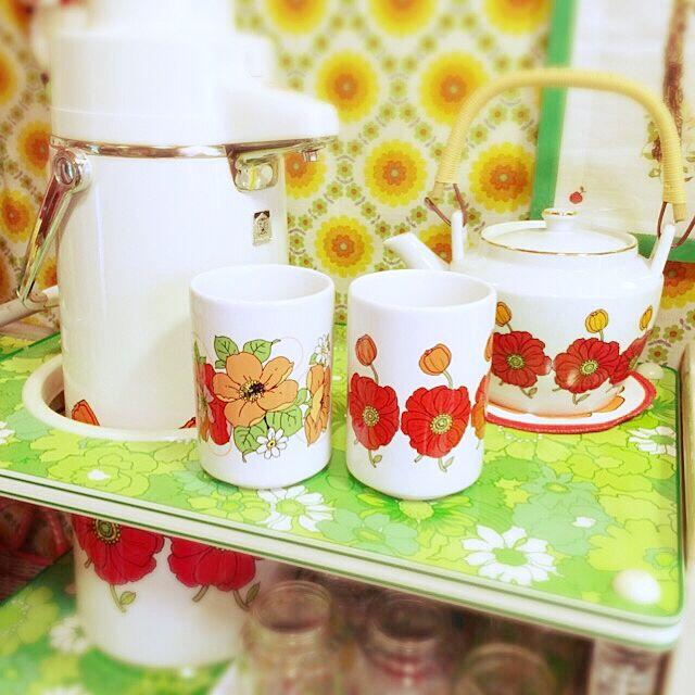 My Shelf,レトロ,昭和レトロ,レトロ花柄,古い家,ごちゃごちゃ,昭和レトロ大好き,汚部屋,自分の部屋,ポット haruの部屋