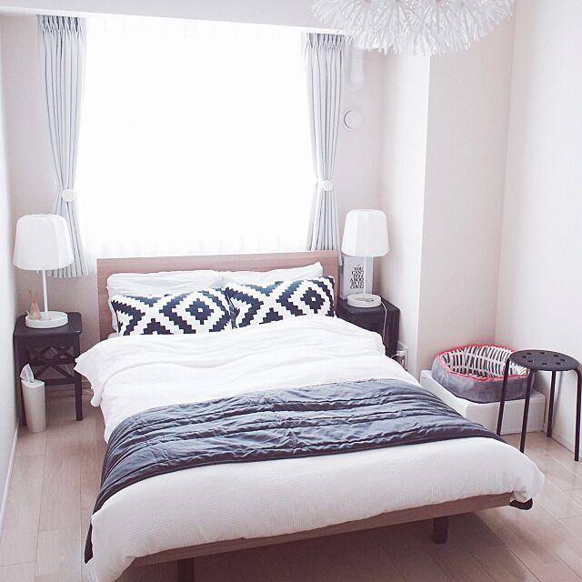 Bedroom,カーテン,モノトーン,照明,IKEA 照明,スツールをサイドテーブルに,IKEA スツール,セミダブルベッド,無印良品 ベッド,猫ベッド,北欧,北欧MIX,北欧インテリア,IKEA,マンション,猫インテリア,ねこのいる日常,ナチュラルモノトーン Reikoの部屋