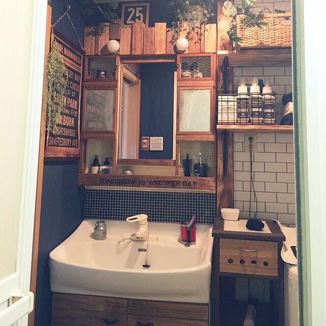 Bathroom,いつもいいね!ありがとうございます☺︎,フォロワーさまに感謝です☺︎,賃貸でも諦めない!,DIY,原状回復,デァアウォール,ブライワックス・ジャコビアン,ワトコオイル♡,洗面台リメイク,山善収納部,隠す派,壁紙屋本舗,サブウェイタイル風壁紙,ステンシル☺︎,いなざうるす屋さん,リメイク♡,ハッテミータイル柄,ランドリーボトル☺︎,自作ラベル haruhimaの部屋