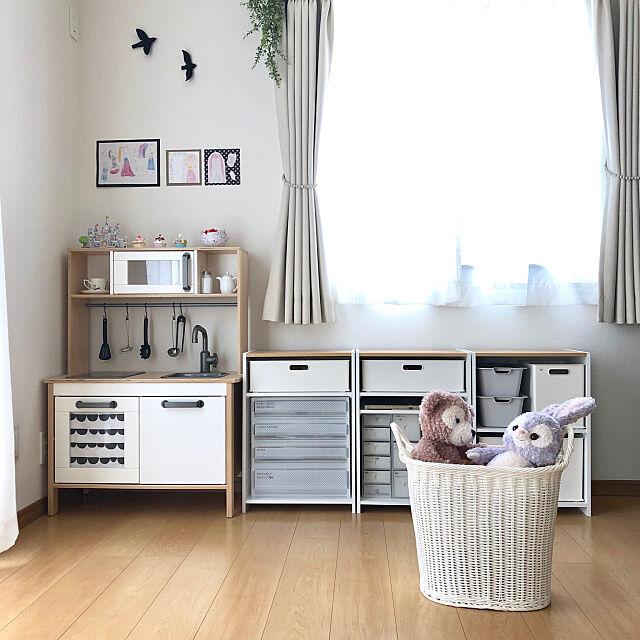 ニトリ インボックス,キッズスペース,女の子,IKEA ままごとキッチン,ぬいぐるみ収納,おもちゃ収納,カラーボックス,子どもと暮らす,HOME COORDY,ランドリーバスケット,シンプルな暮らし,ホームコーディ,モニター,掃除しやすい家,すっきり暮らす,建売,無印良品,フェイクグリーン,My Shelf sweetcloudの部屋