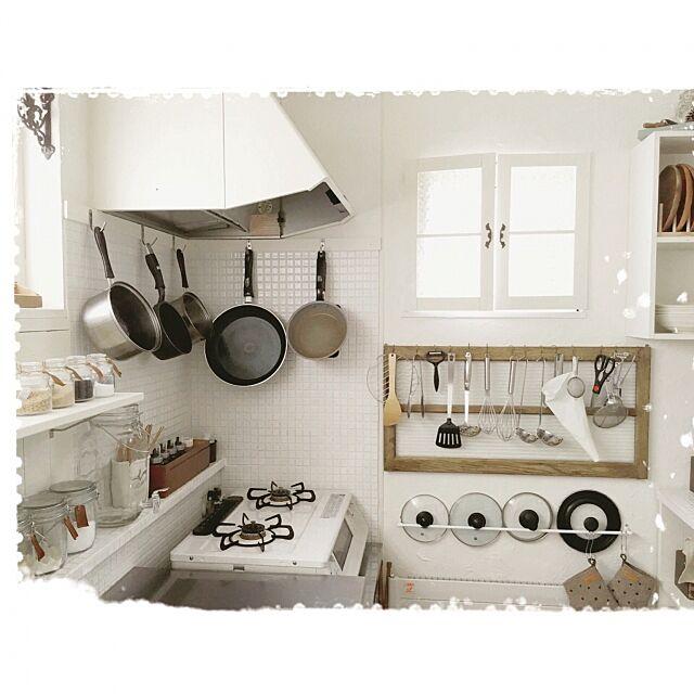 Kitchen,タイルDIY,レンジフードを白にペイント,タオルバーを蓋掛けに。。,古い窓枠をキッチンツールに。。,ホワイトコンロ mocoの部屋