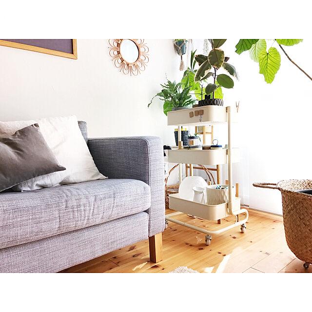 ラタンミラー,クッションカバー,H&M HOME,ikeaソファー,グリーンのある暮らし,バスケットトローリー,山善収納部,山善,いいね&フォローありがとうございます☆,マンションインテリア,自然素材,漆喰壁,ぶらりん同好会,北欧xDIY,IKEAライト Hisayoの部屋