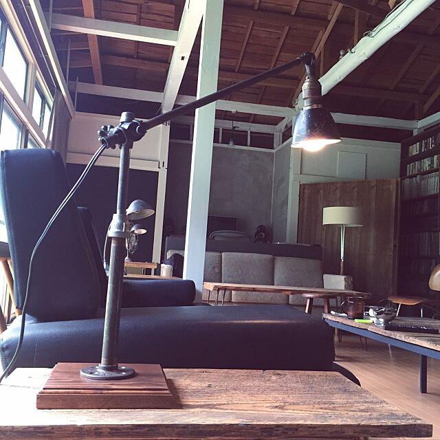 My Desk,oc white,ヴィンテージランプ,インダストリアルライト,古材+インダストリアル,古材,インダストリアルな照明,ヴィンテージ家具,柏木工,古道具,昼間のリビング,インダストリアル風,ヴィンテージインダストリアル,古材テーブル inakasochi_djangoの部屋