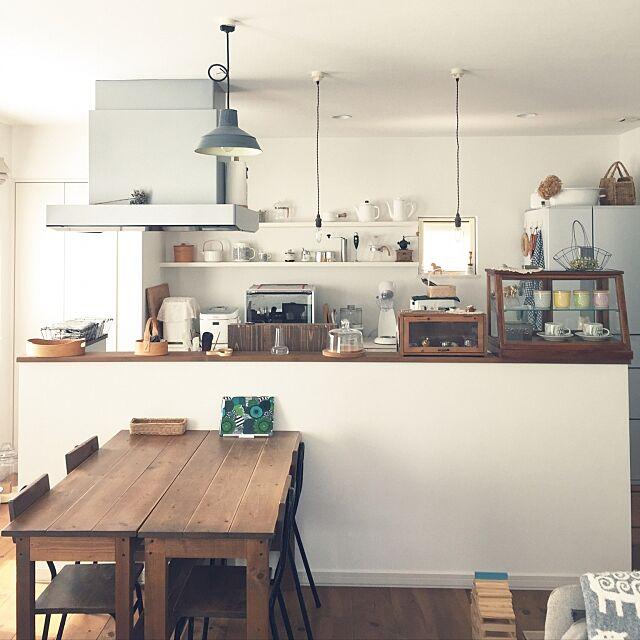 Lounge,エフォートレス・スタイル,ナチュラルアンティーク,シンプル,おうちカフェ,カフェ風キッチン,カフェ風,雑貨,ガラスケース,ガラスの飾り棚,マリメッコ,ナチュラル acoの部屋