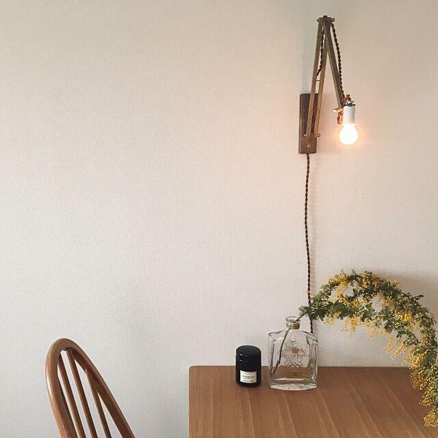 My Desk,ercol,アーコール,アーコールチェア,unico,テーブル,キャンドル,ミモザ,花のある暮らし,花のある生活,ウィスキーボトル,照明,chikuni ___kukkaの部屋