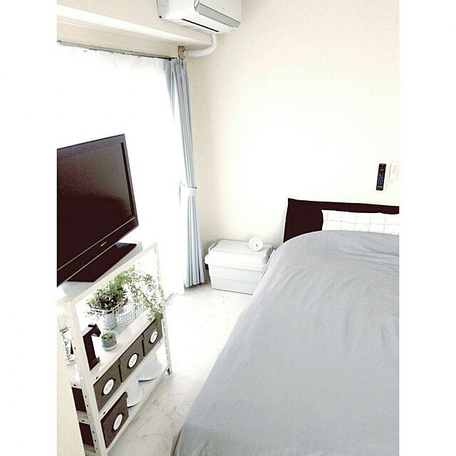 Bedroom,無印良品,IKEA,ベッドルーム,ニトリ,モノトーン,ホワイトインテリア,フェイクグリーン,SONY,リモコン収納,賃貸マンション,防災対策,防災グッズ,すっきり暮らしたい,すっきりとした暮らし,すっきり暮らす,sealy Sayakaの部屋