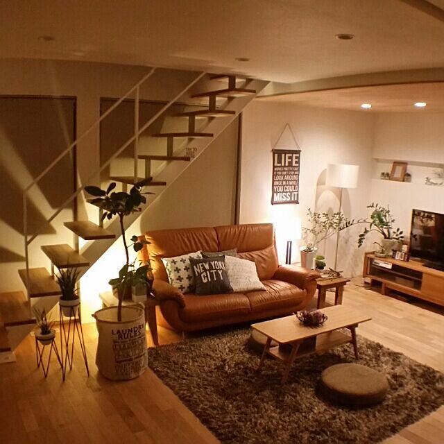 Overview,観葉植物,ナチュラル,ナチュラルインテリア,グリーンのある暮らし,ナチュラルが好き,コイズミ照明,間接照明,ニトリスタンドライト,無垢材の天井,スケルトン階段,子供と暮らす chieの部屋