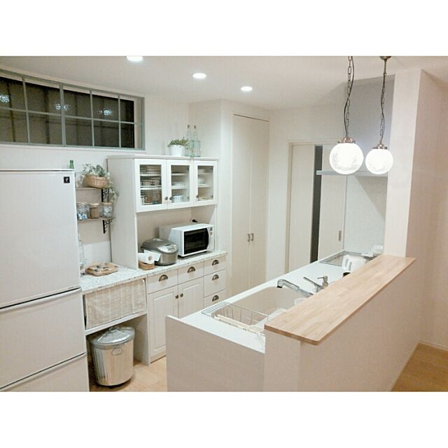 Kitchen,夜のキッチン,窓枠DIY,食器棚,窓枠,照明,カフェ風,カフェコーナー,タイル rankoの部屋