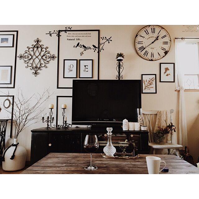 IG:__favori,アンティーク,賃貸,賃貸アパート,海外風,大人フレンチ,インスタやってます!,デミジョンガラスボトル,テレビもインテリアの一部,ダイソー,100均,DIY,モノトーン化,モールディング,水彩画,Lounge maoの部屋