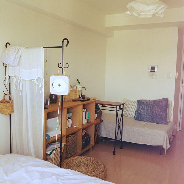 Overview,狭い部屋,ワンルーム,ソファ,無印良品,IKEA,本棚,パーテーション,コンソールテーブル,CDプレーヤー,アクタス,クッション,ベッド,かご turisurunekoの部屋