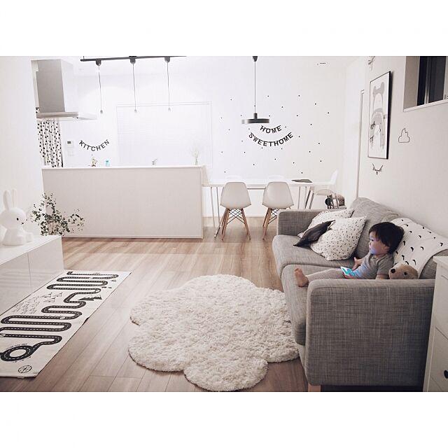 Lounge,こどもと暮らす。,白黒,IKEA,雲,ig☞chay_ttt,レターバナー,モノトーン,ウォールステッカー,小さなお家,北欧,シンプル,観葉植物,ミッフィー,リビング,アドベンチャーラグ,かすみ草,凸ランプ chakiの部屋