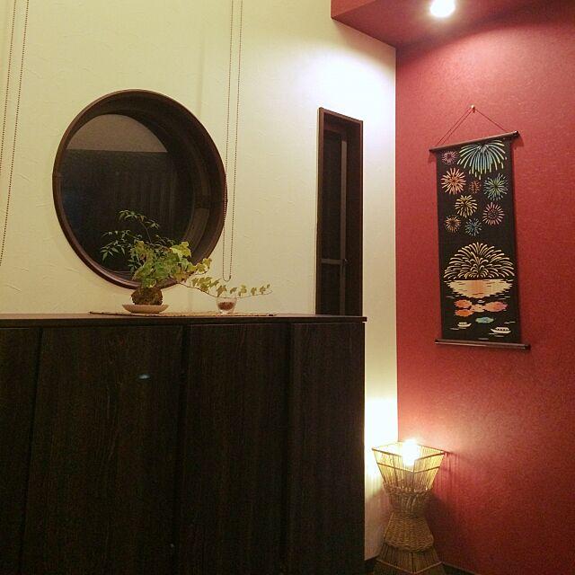 Entrance,ダウンライト,てぬぐいタペストリー,赤,観葉植物,和風照明,和モダン mamaikoの部屋