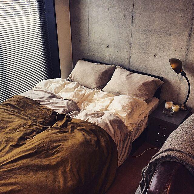 Bedroom,ヴィンテージ,ブラインド,コンクリート打ちっ放し,インダストリアル,ACME FURNITURE,照明,一人暮らし,賃貸マンション,1K,無印 布団カバー,P.F.S,BISLEY,サイドチェスト,間接照明 ks54の部屋