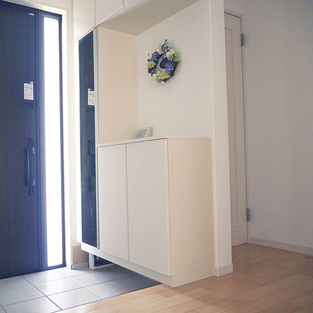 Entrance,玄関掃除,シューズボックス,玄関タイル,玄関タイルを掃除,北側玄関,YKK AP,ほうき&ちりとり,片袖FIX,TOTO手すり,手作りリース,白い空間,ライブナチュラル,ハードメープル yu.sa.koの部屋
