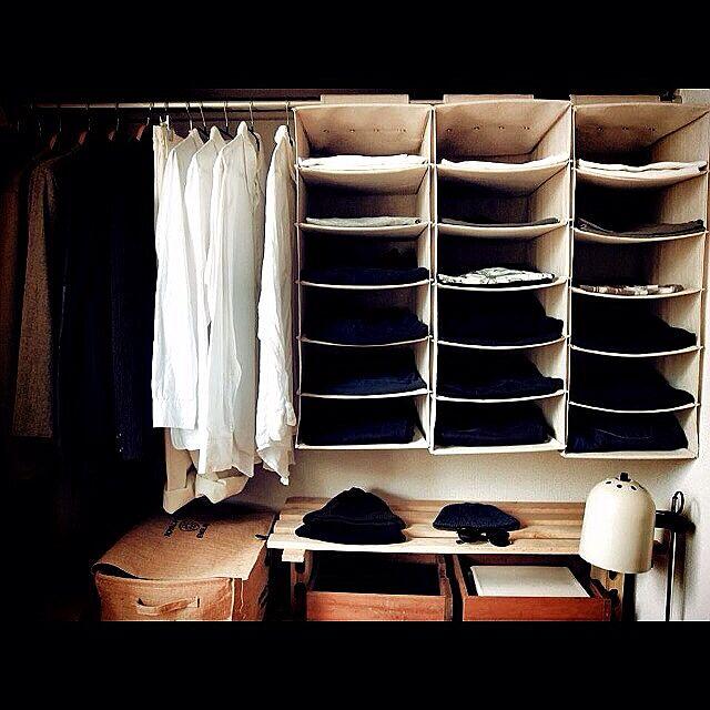 Bedroom,男の趣味部屋,洋服,黒,白,ライト,無垢材,照明,無印良品,DIY bananayamamotoの部屋