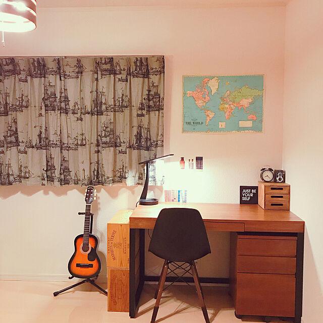 My Desk,ギター,ワイン木箱棚,ワイン木箱,IKEA カーテン,カーテン,ニコアンドのポスター,ニコアンド,IKEA デスクライト,キャンドゥ,目覚まし時計,鉛筆削り,イームズチェアリプロダクト,イームズチェア,IKEA,ウォールナット,学習机,デスクまわり,デスク,中学生男子部屋,中学生の部屋,子供部屋男の子,子供部屋,建売住宅,建売,キャンドゥ アートパネル,アートパネル yukariの部屋