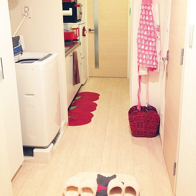 Entrance,一人暮らし,1K,キッチンは赤,赤,入ってすぐ洗濯機,狭い部屋 cocoroの部屋