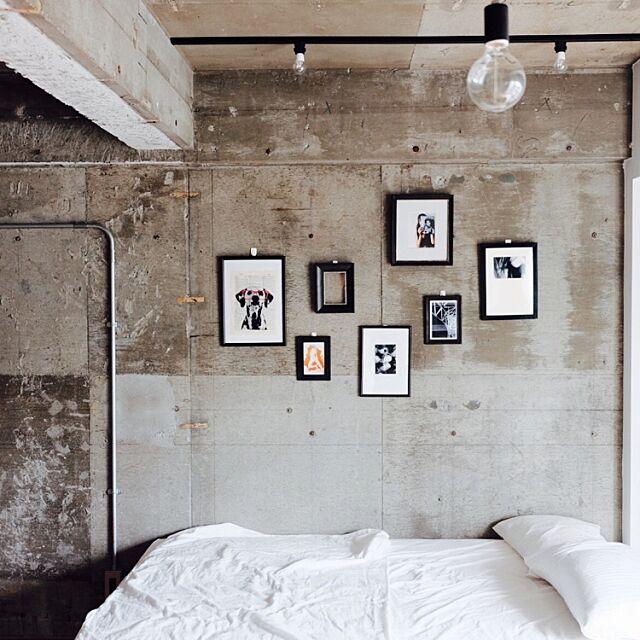 On Walls,モノトーン yの部屋