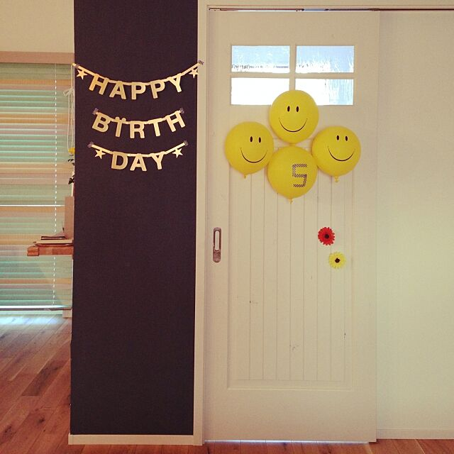 On Walls,Happy Birthday,レターバナー,誕生日会,お花はドアの傷隠し~_~;,向こう側はすぐ玄関,マグネット塗料 U-tanの部屋