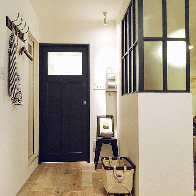Entrance,室内窓,steele canvas basket,インターホンカバー,TOLIX,造作ドア,塗り壁,海外インテリアに憧れる,リノベーション,LED,フレンチミックス,アンティーク,アメリカンスイッチ,ミックススタイルインテリア,リビング naoの部屋