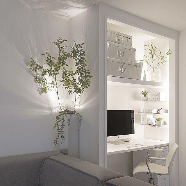 My Desk,PCスペース,デスク,パソコンデスク,白のチカラ,真っ白,塩系インテリア,ミニマル,見せる収納,観葉植物,モノトーン収納,mon・o・tone,ホワイト,シンプル,白黒グレー,MONOTONE,白黒,mon・o・tone,モノトーン,シンプルモダン,シルバー tuuliの部屋