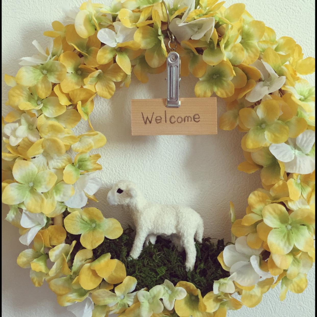 100均の造花や木の実を使って、玄関先をリースで飾ろう!