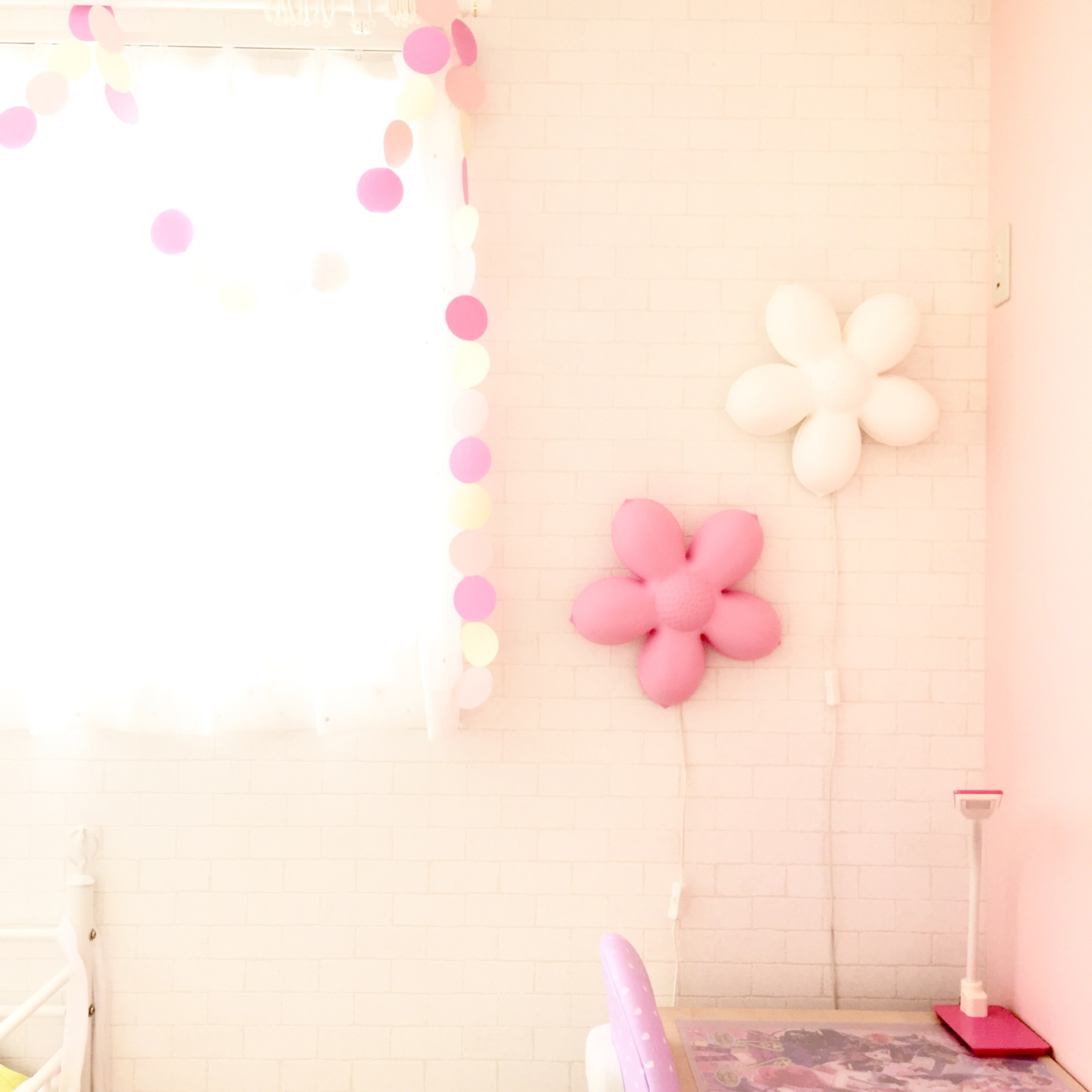 オシャレなキッズ照明を取り入れ、夢を育む子ども部屋