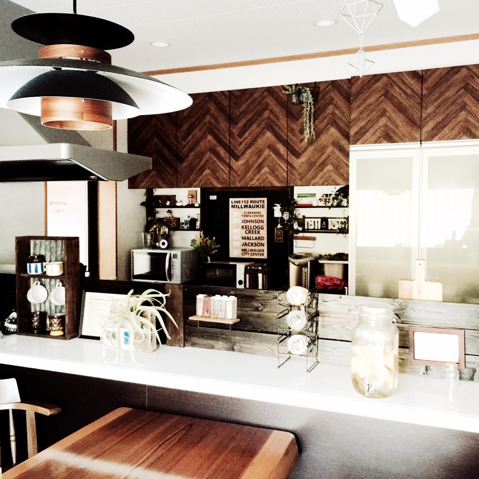 素敵に蘇る!!インテリアシートでキッチンのプチリフォーム | RoomClip mag | 暮らしとインテリアのwebマガジン